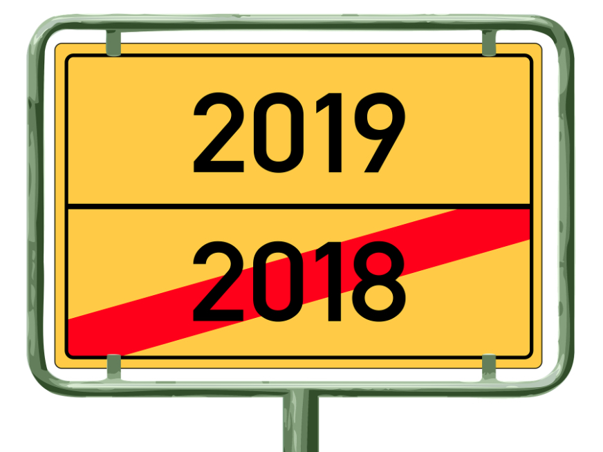 A continental-style road sign with 2018 crossed out and 2019 above